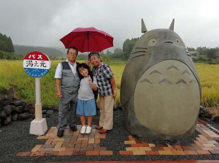 פנסיונרים ביפן שיחזרו את התחנת האוטובוס של טוטורו במציאות :)